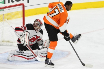 NHL 2014 - Oct 09 - NJD vs PHI - Right Winger Wayne Simmonds (#17) of the Philadelphia Flyers playing without a helmet screens Goalie Cory Schneider (#35) of the New Jersey Devils