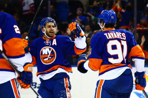 Frans Nielsen celebrates John Tavares' goal against the Dallas Stars. (Brandon Titus/Inside Hockey)