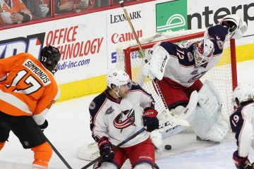 Right Wing Wayne Simmonds (#17) of the Philadelphia Flyers scores on Goalie Sergei Bobrovsky (#72) of the Columbus Blue Jackets