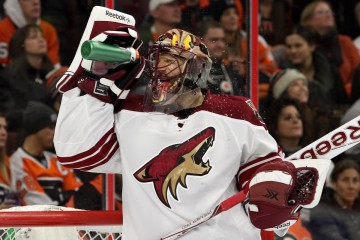 Goalie Mike Smith (#41) of the Arizona Coyotes cools himself off with some water