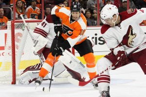 Left Wing R.J. Umberger (#18) of the Philadelphia Flyers attempts to deflect the puck