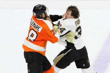 flyers-pens-fight-by-bob-fina-1200x520