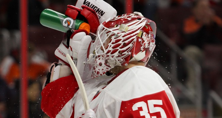 Goalie Jimmy Howard (#35) of the Detroit Red Wings sprays water on his face