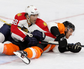 Right Wing Jaromir Jagr (#68) of the Florida Panthers and Center Sean Courturier (#14) of the Philadelphia Flyers