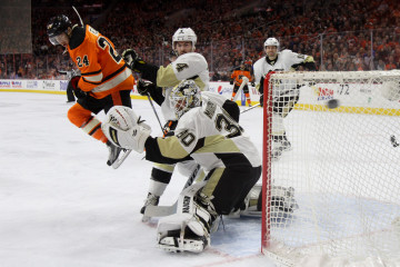 Left Wing Matt Read (#24) of the Philadelphia Flyers screens Goalie Matthew Murray (#30) of the Pittsburgh Penguins as the puck sails past the net during the first period