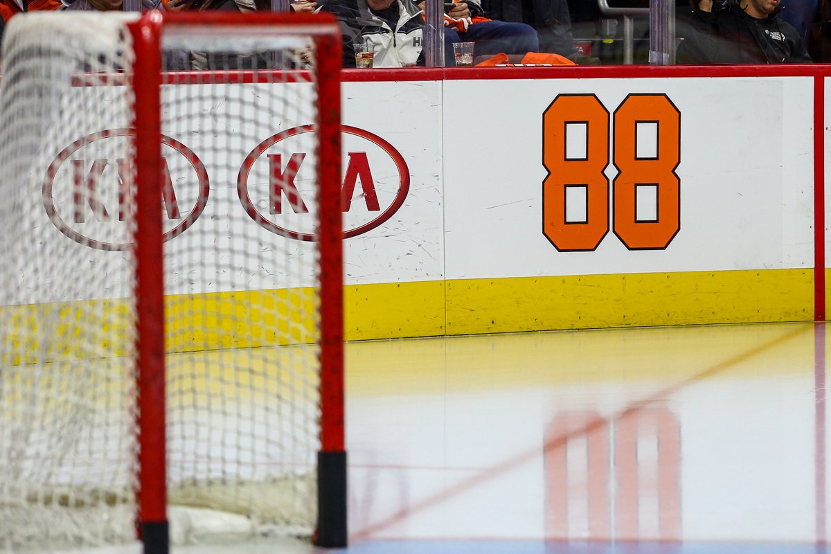 ... Eric Lindros for his jersey number retirement night. Goalie Michal  Neuvirth ( 30) of the Philadelphia Flyers ... 5e9cce0c1